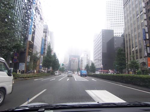 霧で見えない都庁
