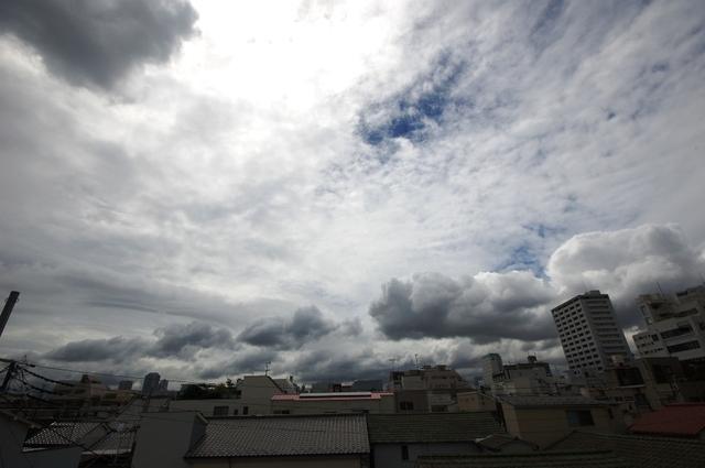 自宅の窓から・・怪しい雲